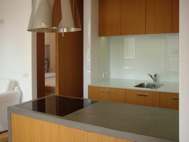 Abitazione in resina e legno 1